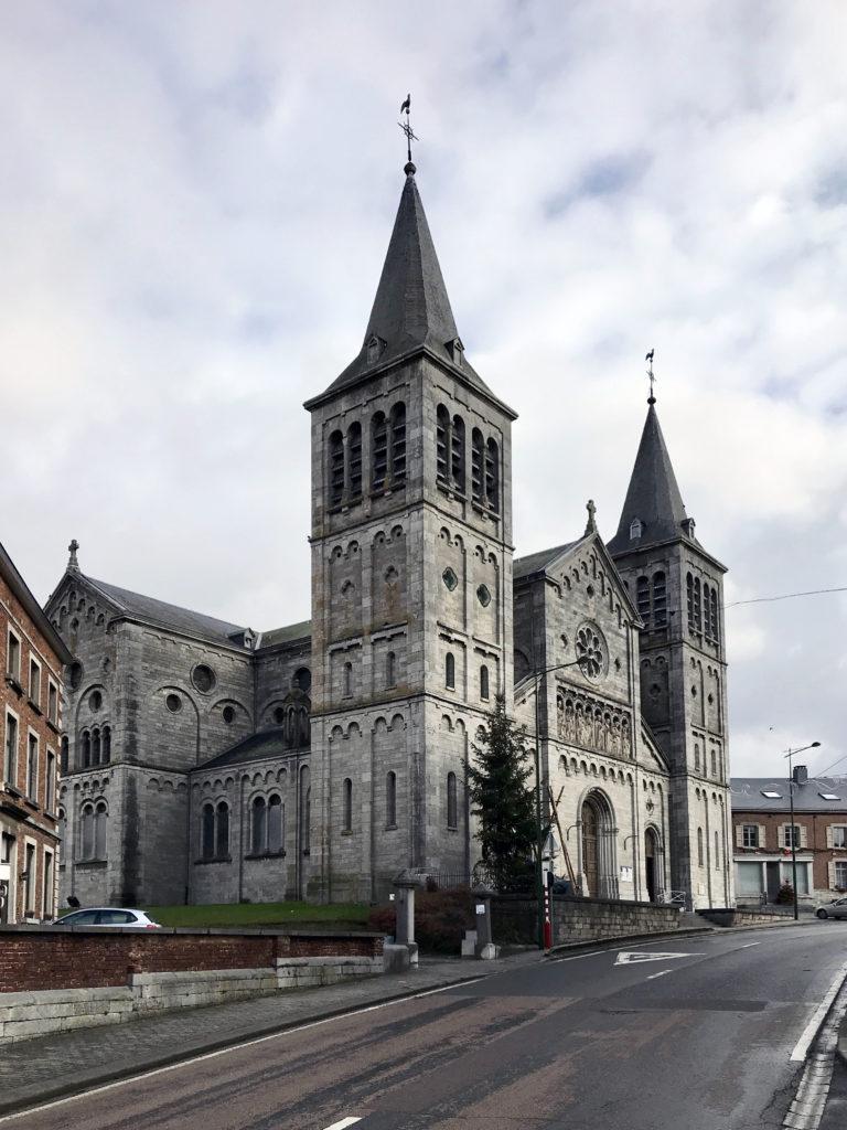 L'église de la Visitation non loin de la place principale de Rochefort, le square de l'amicale